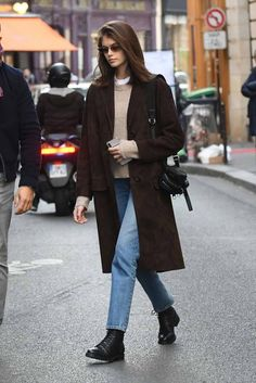 """i love how classy, chic and intellectual Kaia Gerber always looks… "" Kaia Gerber, Kaia Jordan Gerber, Look Fashion, Daily Fashion, Paris Fashion, Fashion Outfits, Fashion Trends, Fall Winter Outfits, Autumn Winter Fashion"