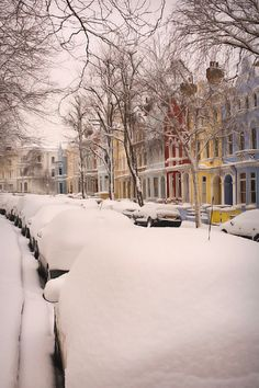 Notting Hill houses, London (Ben Oh on flickr) - reminds me a little of the Painted Ladies in San Francisco.