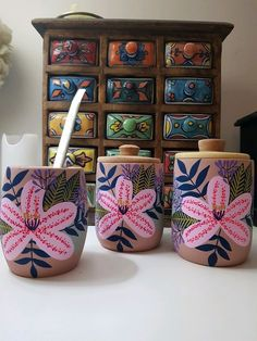 Pottery Painting Designs, Paint Designs, Painted Plant Pots, Flower Pot Design, Posca, Dog Paintings, Flower Pots, Decoupage, Projects To Try