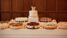 A white MIRUS supporting 9 cheesecakes instead of a traditional tiered cake, just aswell there was plenty of room. A cost effective way to provide extra stylish display space at all sorts of parties. Cheesecakes, Parties, Display, Traditional, Space, Stylish, Desserts, Room, Fiestas