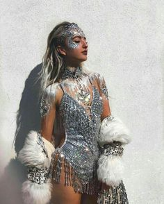 Festival fashion rave outfit ideas silver sparkle leotard and silver hair paint and face paint Festival Looks, Festival Mode, Rave Festival, Festival Wear, Festival Fashion, Burning Man Style, Halloween Outfits, Costume Halloween, Festival Outfits