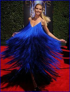 #HeidiKlum Turns Heads In Peacock Inspired Dress A...