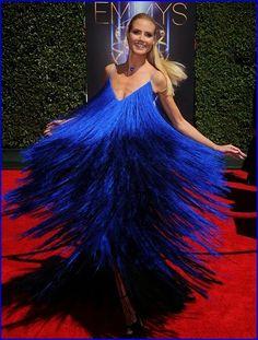 #HeidiKlum Turns Heads In Peacock Inspired Dress A...