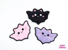 KAWAII BAT PATCH – handmade fluffy patches embroidered on Minky & Felt – black lavender or baby pink – Hair Accessories Diy 2020 Cute Patches, Sew On Patches, Pin And Patches, Sewing Toys, Sewing Crafts, Sewing Projects, Felt Diy, Felt Crafts, Diy Kawaii