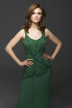 Photo of Emily for fans of Emily Deschanel 641222 Lovely Dresses, Beautiful Outfits, Beautiful Ladies, Kylie Minogue Hair, Zoey Deschanel, Celebrity Magazines, Elvis And Priscilla, Handsome Actors, Belleza Natural