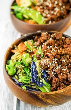 Healthy Korean Ground Beef with Vegetables comes together in less than 20 minutes and has all the flavors of your favorite Korean beef without the work. About 296 calories, 7 Weight Watchers PointsPlus, 6 SmartPoints - Slender Kitchen! Korean Beef Recipes, Healthy Beef Recipes, Hamburger Meat Recipes, Easy Healthy Dinners, Dinner Healthy, Ww Recipes, Recipes Dinner, Free Recipes, Mince Recipes