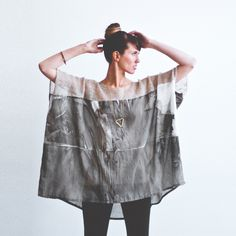 martha w mcquade / knit/silk tunic a) i want this. b) i would like to look like THIS in that shirt I've got. Altered Couture, Refashion, Diy Clothes, Everyday Fashion, Beautiful Outfits, What To Wear, Style Me, Creations, Style Inspiration