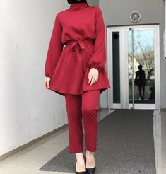 Pakistani Fashion Casual, Pakistani Dresses Casual, Abaya Fashion, Modest Fashion, Fashion Outfits, Stylish Hijab, Hijab Chic, Stylish Dresses, Casual Dresses