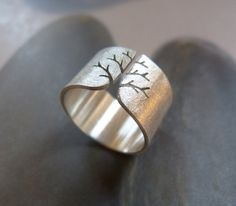 Autumn tree ring rustic Sterling silver ring sanded wide por Mirma
