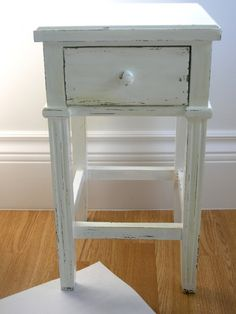 Great blog on distressing wood furniture. Good tips on paint, tools, and thrifty pointers.