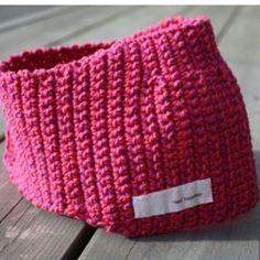 gratis oppskrift til heklet hårband www.min-design-strikk.com #heklet #hekling #hårband #oppskrift #blogg #crochet #headband #hairband #free #pattern #Padgram www.min-design-strikk.com