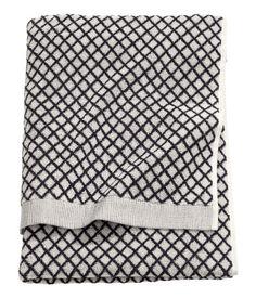Bath towel in cotton terry with a jacquard-weave diamond pattern. Hanger loops on short sides. Best Bath Towels, Black Bath, Shower Towel, H&m Home, Home Decor Shops, H&m Online, Furniture Arrangement, Jacquard Weave, Bath Decor