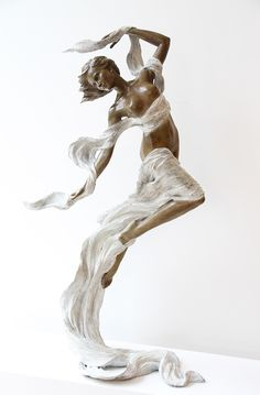 Inspired by Renaissance and Baroque sculpting techniques, artist Luo Li Rong creates graceful figurative sculptures. Renaissance Kunst, Sculptures Céramiques, Poses References, Wow Art, Pablo Picasso, Art Plastique, Figure Drawing, Amazing Art, Art Reference