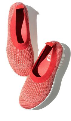 Bunions and Hammertoes will relax in this stylish knit ballerina by Fitflop. Visit us at www.BarkingDogShoes.com for 1000s of shoe reviews and recommendations for imperfect feet. Bunion Shoes, Hammer Toe, Orthopedic Shoes, Fitflop, Comfortable Shoes, Ballerina, Peep Toe, Ankle Boots, Fashion Jewelry
