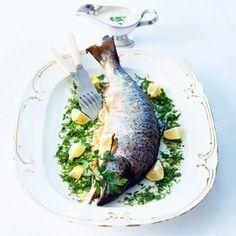 Découvrez la recette Saumon entier au four sur cuisineactuelle.fr.