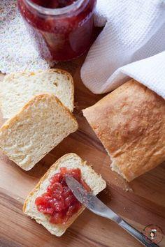 Pane in cassetta con lievito madre e marmellata