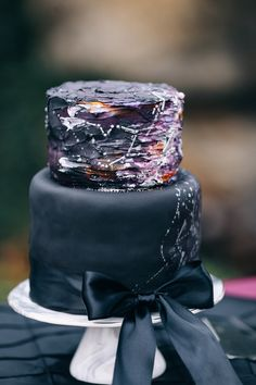 Constellation Wedding Cake|Edgy Midnight Winter Romance Written in the Stars|Photographer: Hawkeye Photography