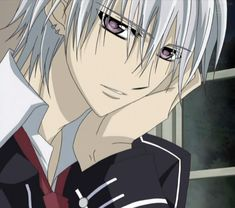 Zero from Vampire Knight... Why is his hand 2x bigger than his face.....