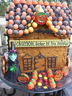 Red Couch Recipes: Zoulah's Halloween Home Tour Halloween Post, Holidays Halloween, Halloween Treats, Halloween Decorations, Halloween Images, Halloween 2018, Halloween Gingerbread House, Gingerbread House Designs, Gingerbread Houses