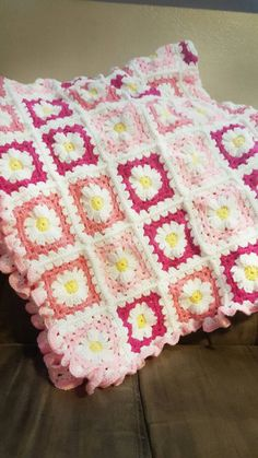 Check out this item in my Etsy shop https://www.etsy.com/listing/464138071/crochet-pink-and-white-flower-baby