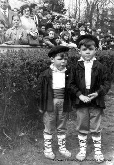 Niños del Barrio de la Humedad (Cedida por la Comisión de Fiestas San Martín) (ref. 06523)
