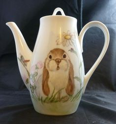 THE PEAKE HOUSE ANNAPOLIS MD HAND PAINTED BUNNY RABBIT PORCELAIN TEA COFFEE POT