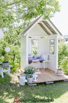 mamas kram: Im Garten … Garden Nook, Garden Cottage, Garden Spaces, Home And Garden, Diy Garden, Casa Patio, Backyard Patio, Backyard Landscaping, Backyard Greenhouse