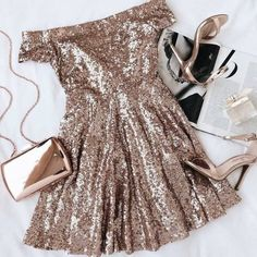 10 Websites To Find Cheap New Years Eve Dresses These websites have the best cheap new years eve dresses that are cute, sexy, sequin, and cocktail! All are perfect dress ideas for that NYE party! Hoco Dresses, Homecoming Dresses, Pretty Dresses, Beautiful Dresses, Evening Dresses, Prom, Rose Gold Homecoming Dress, Rose Gold Party Dress, Gold Sequin Dress