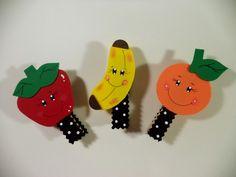 Pregador decorado com frutas feito em eva com imã  Feito sob encomenda acima de 12 unidades.  Prazo de produção de 7 dias úteis, dependendo da quantidade    Leia as políticas da loja