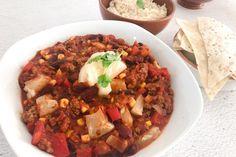 Zo maak je de lekkerste chili con carne   Gemakkelijk recept @PinGetest Tapas, Soup, Menu, Snacks, Dutch, Winter, Chili Con Carne, Menu Board Design, Winter Time