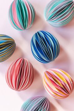 Honeycomb Easter Eggs - The House That Lars Built Easter Egg Dye, Coloring Easter Eggs, Easy Easter Crafts, Diy Crafts For Kids, Easter Ideas, Diy Pouch No Zipper, Diy Gumball Machine, Peanut Blossoms, Small Flower Pots