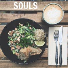 Lunching at #souls #soulscph #vegan #veganfood #plantbased #østerbro #sweetpotatoesalad @soulscph