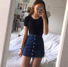 Um look basico porém lindo. Gente to louca para comprar uma saia nesse estilo,meu niver chegando e eu aceitando de presente