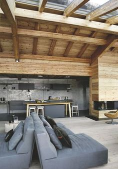 Modernes Holzhaus, Chalet in Carroz in Haute-Savoie - Mountain Home Decor Chalet Interior, Interior And Exterior, Chalet Design, House Design, Interior Decorating, Interior Design, House In The Woods, Log Homes, Interior Architecture