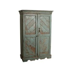 Grey cabinet - We travel through India to find to most beautiful and unique cabinets. Without losing the story of their past we fix the cabinets where necessary, while keeping them as original as possible. Our mission is to pass them on to a new home where they will be appreciated for many years to come.