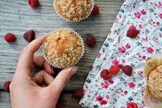 Muffins aux framboises moelleux à l'intérieur et croustillants sur le dessus. C'est trop bon !