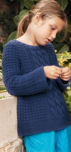 A children& cable-knit sweater - Knit this cute little navy blue cable knit sweater. Very practical, this cotton sweater is mixed and can be worn with everything! Sizes -a] 4 years -b] 6 years -c] 8 years -d] 10 years -e] 12 years The . Girl Fashion Style, Little Girl Fashion, Fashion Styles, Kids Fashion, Girls Hand, Kids Girls, Pull Marine, Pull Torsadé, Kimono Japan