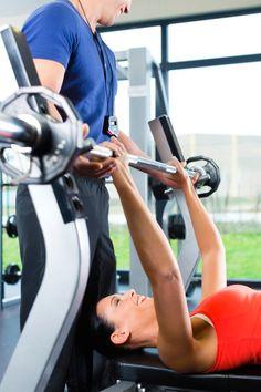 Os exercícios devem ser feitos com a orientação de um profissional (Thinkstock)