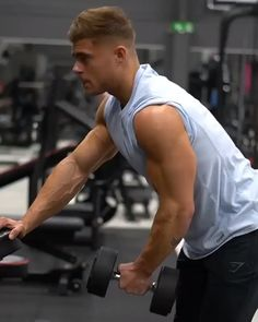 fitness Boulder-shoulder workout to start off the week 🙌 Start with these Single-arm dumbbell side raise shown in the video! Then try Barbell military press Seated dumbbell side raise and Barbell front raise into upright row Dumbbell Workout Routine, Shoulder Workout Routine, Best Dumbbell Exercises, Gym Workout Videos, Biceps Workout, Fitness Gym, Body Fitness, Target Fitness, Boulder Shoulder Workout
