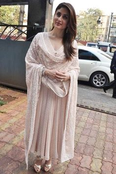 Kareena Kapoor [Kareena Kapoor wears a Shehlaa by Shehla Khan churidar] Dress Indian Style, Indian Fashion Dresses, Indian Gowns, Indian Attire, Pakistani Dresses, Indian Wear, Kurti Designs Party Wear, Kurta Designs, Ethnic Outfits