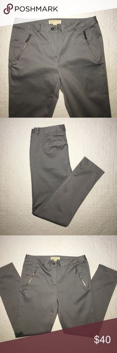 """Michael Kors Skinny Ankle Pant Michael Kors gray skinny ankle pants. Side pockets with zipper closure and two back faux slit pockets. Size 6, with a 29"""" inseam. Waist measures 32"""". Made with 97% cotton and 3% elastane. Brand new without tags. Michael Kors Pants Ankle & Cropped"""