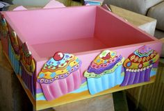 Caja Mesa de Dulces... Cupcakes... Decoupage, Painted Boxes, Wooden Boxes, Country Paintings, Tole Painting, Candyland, Toy Chest, Hand Carved, Stencils