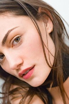 Phoebe Tonkin wears Boy Brow in Brown, Stretch Concealer in Medium, and Generation G sheer matte lipstick in Crush
