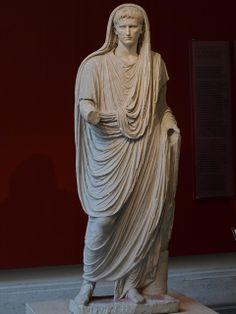 Museo Nazionale Romano (Palazzo Massimo alla terme di Diocleziano) O emperador Augusto representado como Pontifex Maximus. 12 a.C.