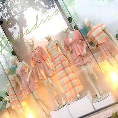 Tons que amamos! | Nossa vitrine da semana tá assim, só amores! 💕 #candymood #virtrine #love #prints #luxurybrand