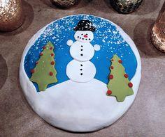 Schneemannkuchen Winterkuchen, Kuchen mit Motiv Food Humor, Funny Food, Decorative Plates, Christmas Cakes, Tableware, Fondant, Noel, Food Coloring, Powdered Sugar