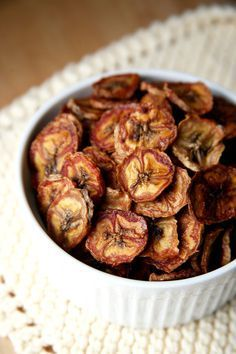 Healthy homemade banana chips are a great pick-me-up snack before a workout and are easy and quick to digest.