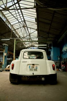 An old Renault 4 with a Clio chassis and drivetrain. Cars And Motorcycles, Cool Cars, Classic Cars, Automobile, Bike, Jeep Willys, Beautiful Things, Wheels, Racing