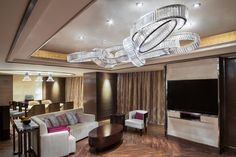 Our collaboration with the Duncan-Miller-Ullmann interior design company resulted in nearly 50 design products that now decorate the JW Marriott Hotel in Zhengzhou. #light #lighting #design #crystal #bohemian #glass #craftsmanship