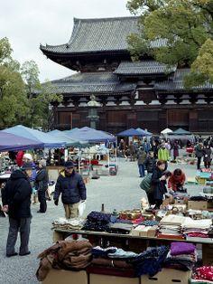 20140105_203  Flea Market in Toji-Temple [ Kyoto, JP ] | 京都・東寺 ガラクタ市 by peter-rabbit on Flickr.